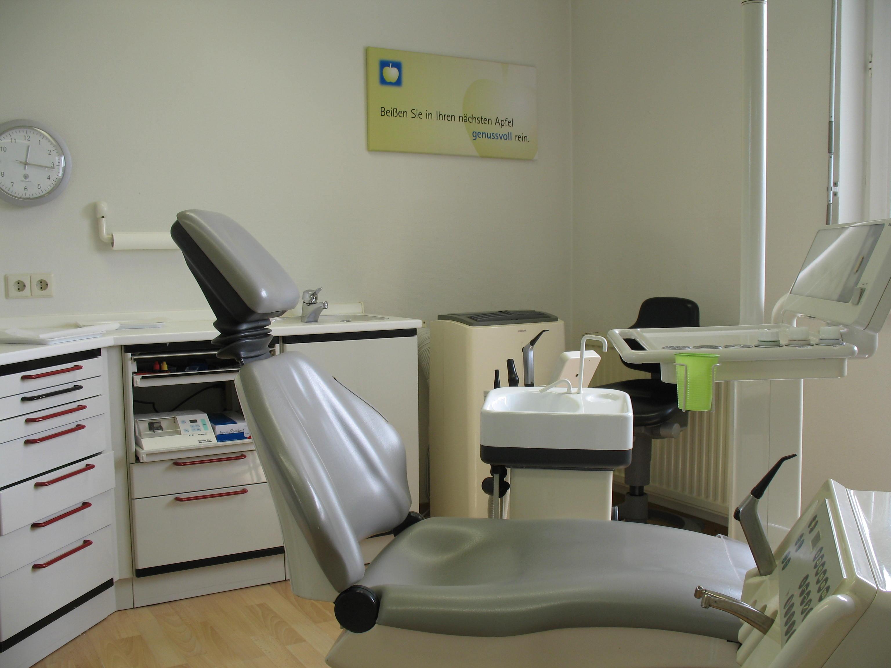 Dr-Schwarzkopf-Streit-Dr-Feuerle-Zahnaerzte-Bettringen-Behandlungszimmer